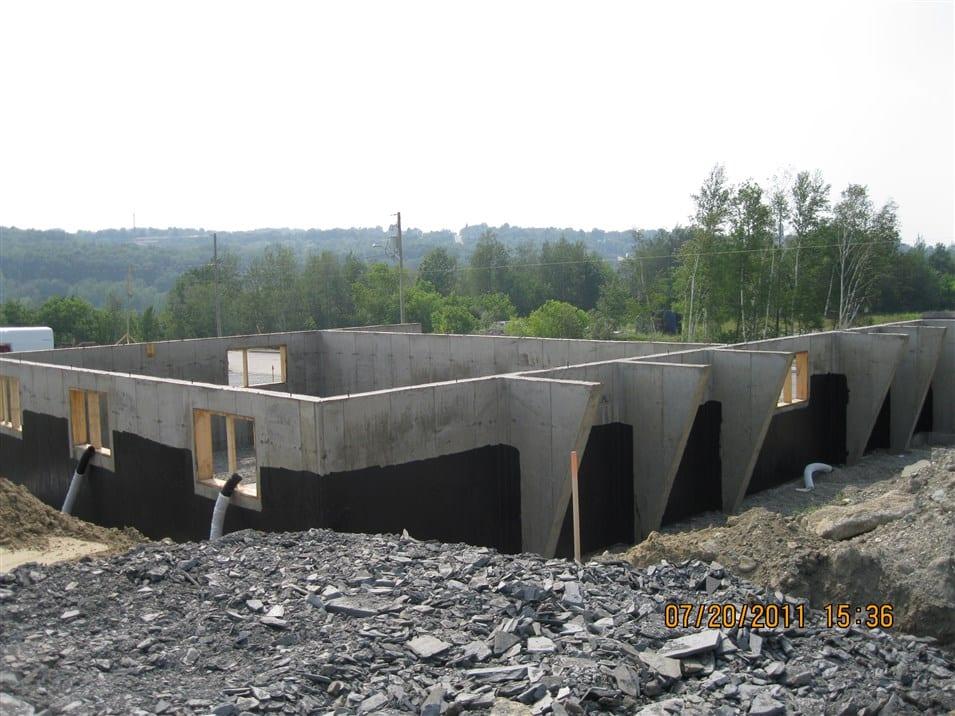 Model de fondation avec équerre pour galerie